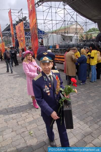 Праздничный парад на пл. Свободы часть 3