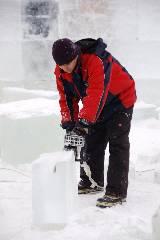 Строительство ледового городока на площади Свободы
