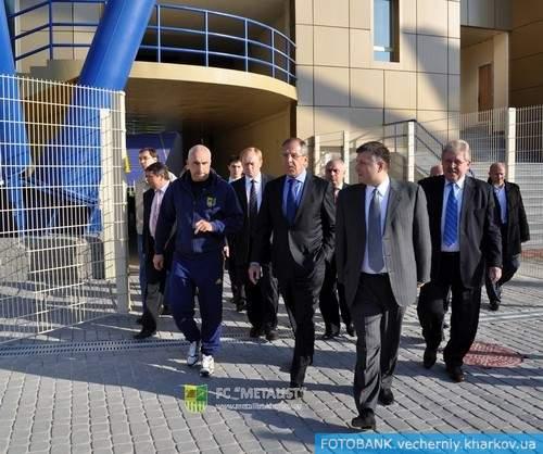 Глава российского МИД поиграл на харьковском стадионе