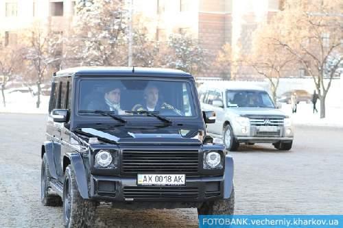 Маркиян Лубкивский и Александр Ярославский  (за рулем): надо успеть - троллейбус уходит по графику