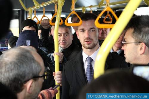 Ђѕередаем за проезд, граждане пассажирыї, - объ¤вил ћаксим ћусеев. Ћогично: он директор всего наземного пассажирского транспорта в городе