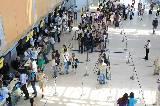 В мероприятии были задействованы 1200 студентов харьковских вузов и сто настоящих пассажиров, отправлявшихся вполне реальным рейсом на Вену.