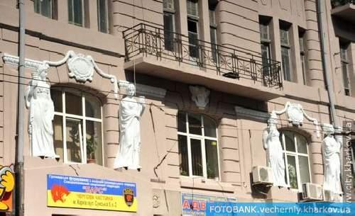 В Харькове проводится ремонт фасадов зданий