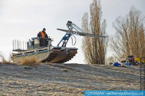 В Харькове появилась уникальная спецмашина-амфибия