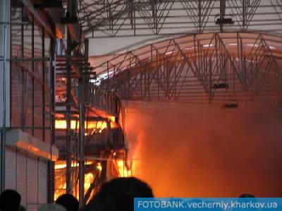 Пожару присвоен 3-й номер, в его ликвидации задействованы 10 пожарных расчетов МинЧС.