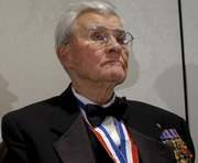 Умер командир самолета, сбросившего атомную бомбу на Хиросиму