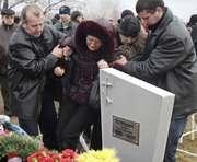С могил погибших шахтеров воруют венки