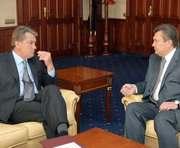 Янукович приехал в Киев и срочно встретился с Ющенко