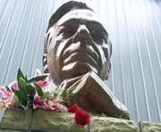 Памятник Барабашову не будет напоминать о рынке