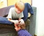 Харьковские дети ушли на каникулы с педикулезом