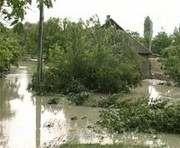 В пострадавших от наводнения районах вода спадает