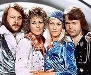 ABBA снова на первом месте в хит-параде Великобритании
