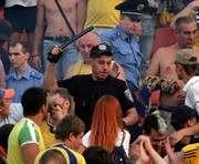 В Донецке на болельщиков из Харькова замахнулись дубинкой (ФОТО)