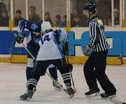 Хоккей: Две победы харьковчан над лидером, одна из них — в дыму