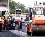 Укладка первого слоя асфальта на окружной дороге практически завершена