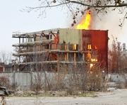 В Харькове возле завода Шевченко громко горело: фото-факты