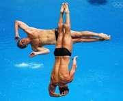 В Харькове открыто прыгали в воду