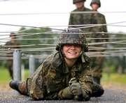 Ряды контрактников украинской армии пополнят девушки