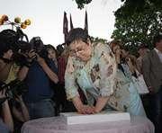 Знаменитости уедут из Харькова с «загипсованными» руками