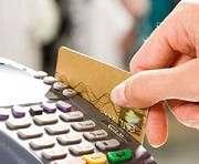 НБУ будет приучать украинских покупателей расплачиваться кредитками