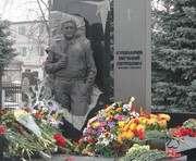 В Харькове возложили цветы к могиле Евгения Кушнарева: фото