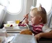 В самолете должны поить и кормить