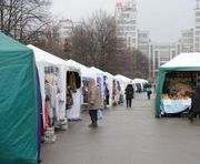 В Харькове на площади Свободы можно купить продукты и саженцы