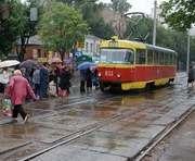 Ждать трамвая бесполезно: Конный рынок в Харькове остался без транспорта на всю пятницу
