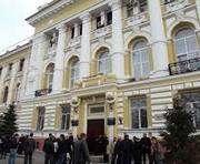 Возле суда по делу Юлии Тимошенко граждан пытались забросать неизвестным веществом