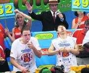 В США прошел чемпионат по поеданию хот-догов