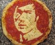 Шеф-повар из Шотландии готовит пиццу с портретами знаменитостей