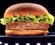 В Лондоне представят гамбургер, выращенный в лаборатории