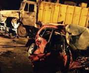 В Харькове столкнулись Subaru и мусоровоз: водитель погиб под колесами следующего авто (фото, видео)