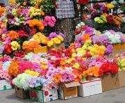 В церкви призвали украинцев не нести на кладбища искусственные цветы и венки