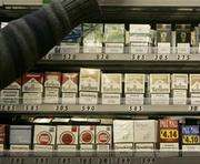 Во Франции все сигареты будут продавать в одинаковых пачках