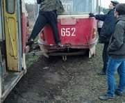 В Харькове на мосту трамвай сошел с рельсов