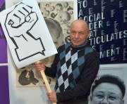 Российские художники привезли в Харьков антивоенные плакаты