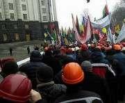 В Киеве под зданием Администрации президента митингуют шахтеры