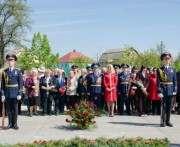 В поселке Жихарь возложили цветы к обновленному мемориалу