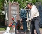 Волонтеры привели в порядок памятник погибшим узникам Холодногорского концлагеря