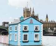 Airbnb запустил по Темзе плавучий дом