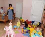 В преддверии профессионального праздника сотрудники банка вручили подарки воспитанникам Дома ребенка в Днепропетровске