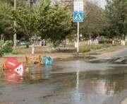 В Харькове на Алексеевке из-под земли сутки хлестала вода