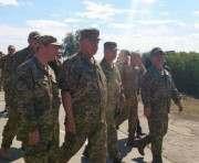 Президент Украины в Харькове наградил военных и передал им технику