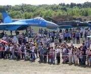 На аэродроме возле Харькова проходит грандиозное авиашоу