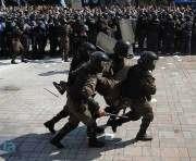 В милицию у здания Верховной Рады бросили взрывчатку: есть раненые
