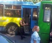 ДТП в Харькове: в центре столкнулись троллейбус и маршрутка