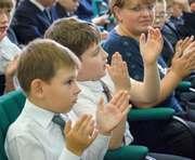 Гимназии-интернату для детей с недостатками зрения подарили специальные мячи
