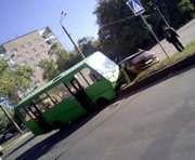 ДТП в Харькове: на ХТЗ автобус попал в аварию