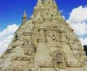 На побережье США построили замок из песка высотой с пятиэтажный дом